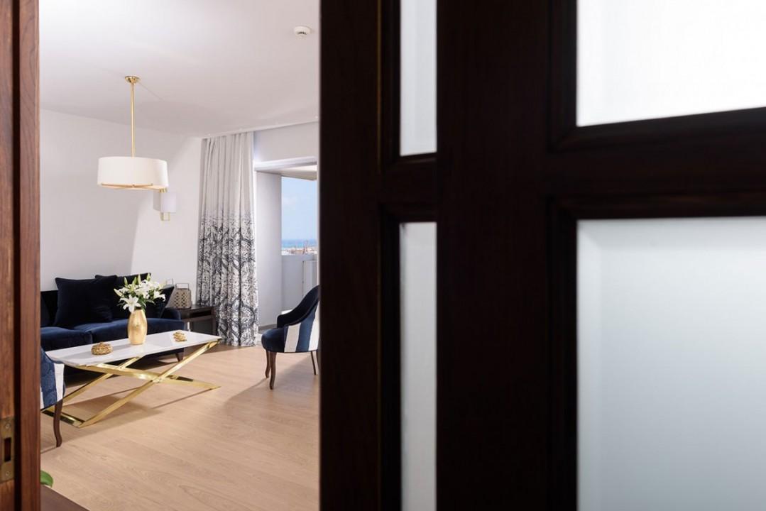 AQUILA-ATLANTIS-HOTEL-GRAND-SUITE LIVINGROOM