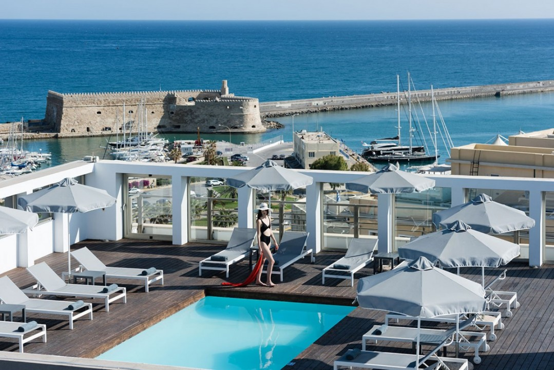 AQUILA-ATLANTIS-HOTEL-ROOF-TOP-POOL